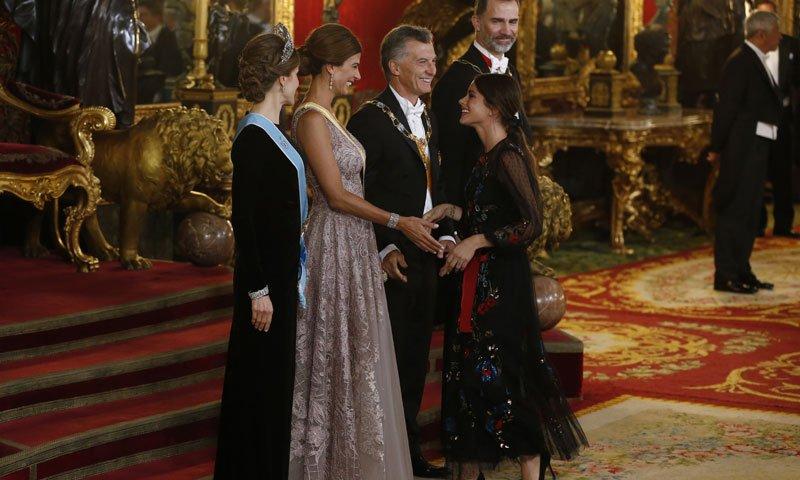 Tini Stoessel inaugura su vida en Madrid por todo lo alto: cena de gala con los Reyes. https://t.co/IuY57CBYTH https://t.co/24EuPHCYNt