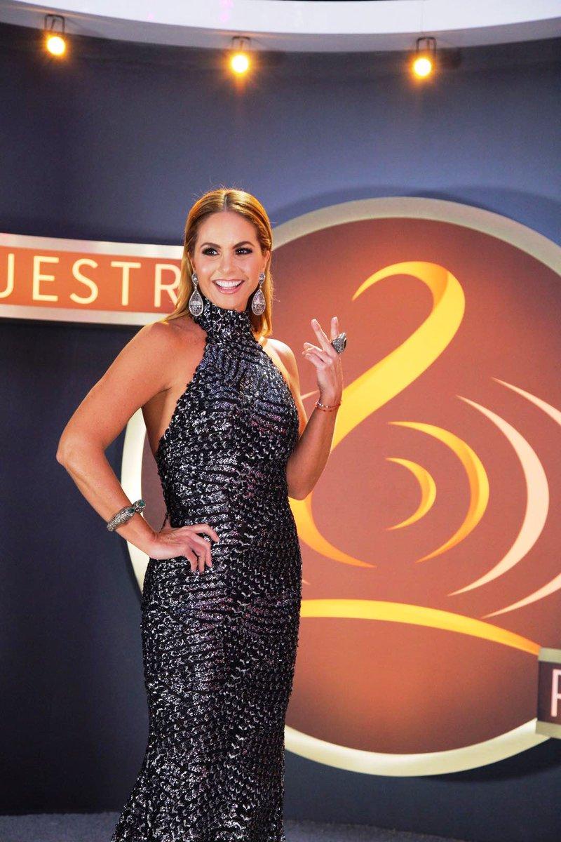 ¡De vuelta en casa! Esta noche se presenta @LuceroMexico en el escenar...