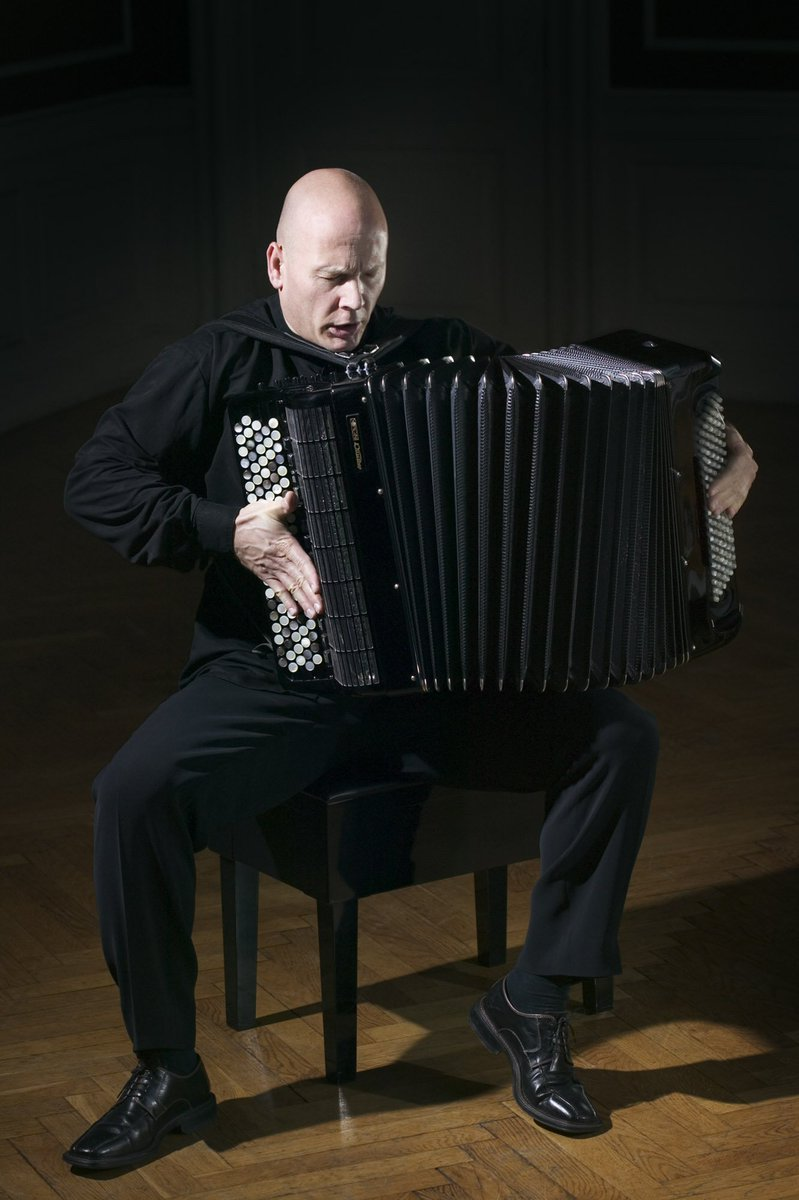 #JamesCrabb concierto en homenaje a #Piazzolla http://bit.ly/2moYR4B entradas en la boletería del teatro @LosGallegos @Plateanet