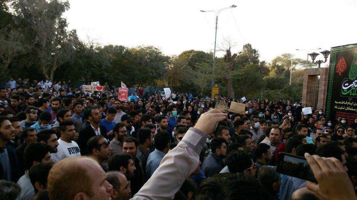 #Iran Grand rassemblement des habitants d' #Ahvaz contre la visite de Rohani  #No2Rouhani  http://www. ncr-iran.org/fr/actualites/ iran-protestations/19317-iran-grand-rassemblement-des-habitants-d-ahvaz-devant-la-prefecture-de-khouzestan-pour-protester-contre-la-visite-de-rohani &nbsp; …  #FreeIran #Khouzistan<br>http://pic.twitter.com/levGmgmBjD