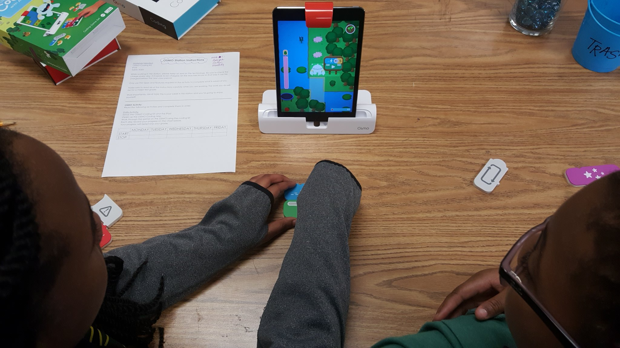 Ms. Mendenhall's technology and robotics classes use the OSMO to practice their coding skills. #pamsproud #DLDay @Drtamssen https://t.co/NxXL5WAZgz