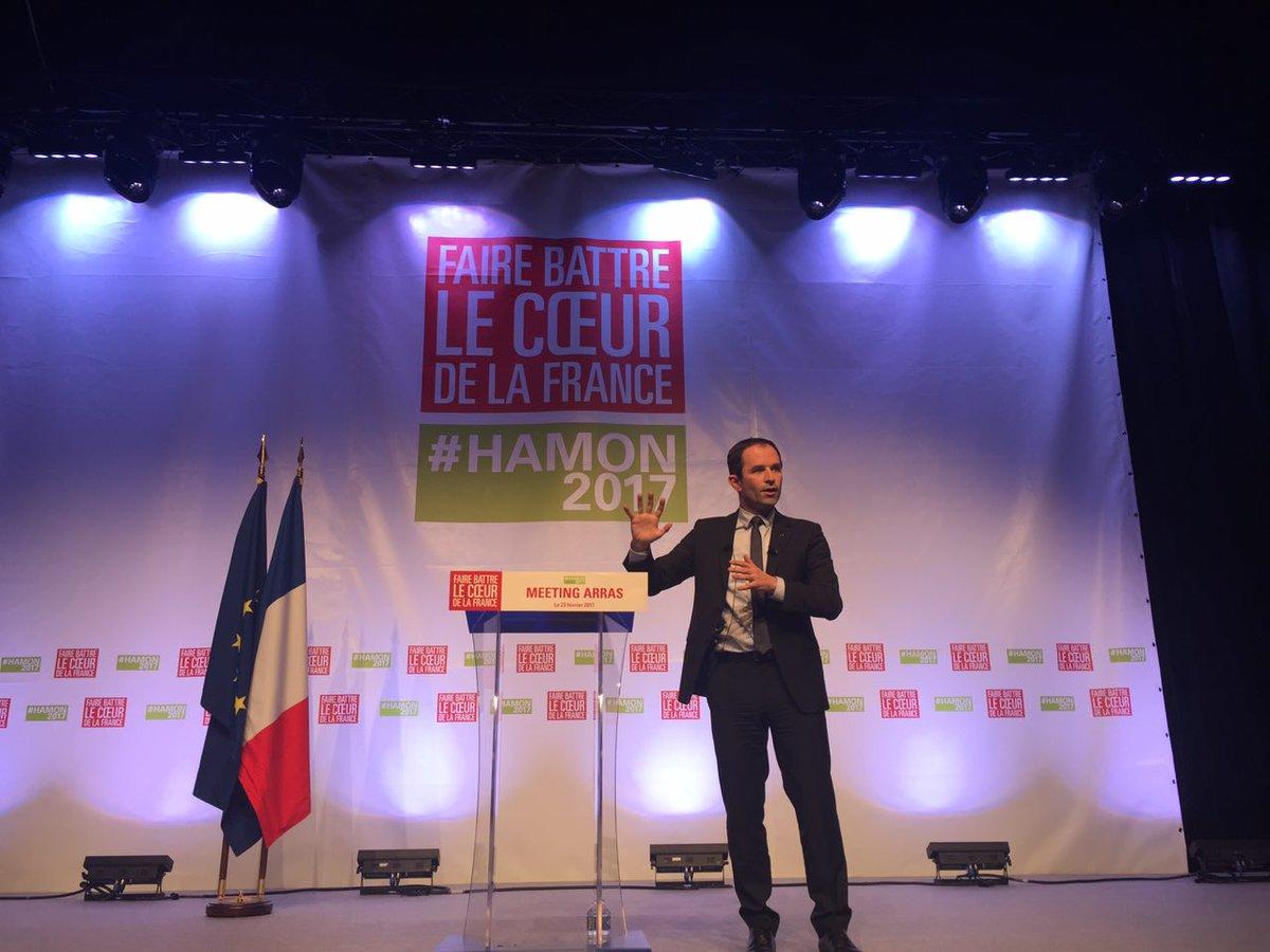 .@benoithamon &quot;Nous interromprons immédiatement les baisses de dotations aux collectivités territoriales&quot; #Arras <br>http://pic.twitter.com/SfZ6IuSdCx
