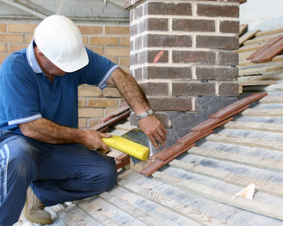 #Roofing Tip - Poor installation can cause your #roof to suffer from blow-offs, tenting, or billowing   http:// local-roof.com  &nbsp;    #localroof<br>http://pic.twitter.com/X5ly9kShYW