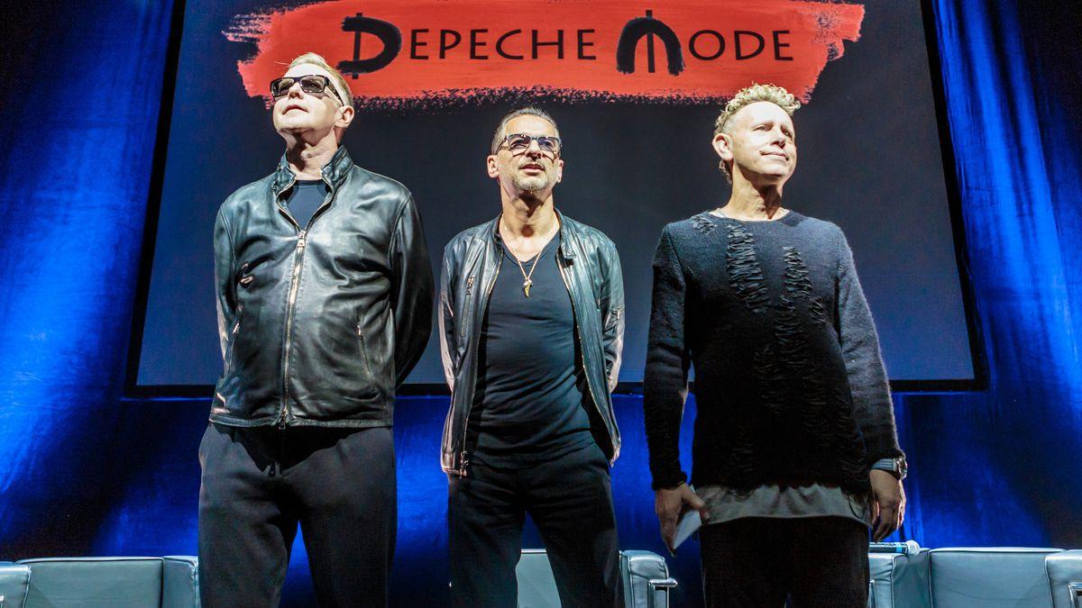 "Depeche Mode tells ""lifelong fan"" Richard Spencer to fuck off https://t.co/udZ2s8nFLl https://t.co/03hro9ITPK"