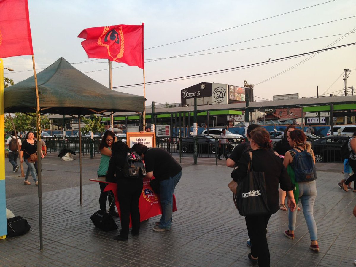 Seguimos en la Plaza de #Maipú en la campaña de afiliación y refichaje del @PCdeChile #QuieroSerComunista #RefichajePC ¡Súmate al PC!<br>http://pic.twitter.com/7bRcz9AqiD