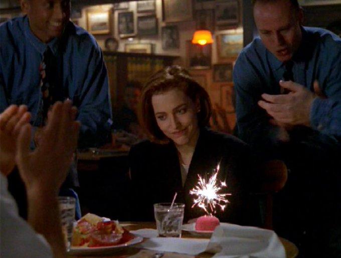 A personagem ruiva que você mais respeita faz aniversário hoje. Happy Birthday, Dana Scully!