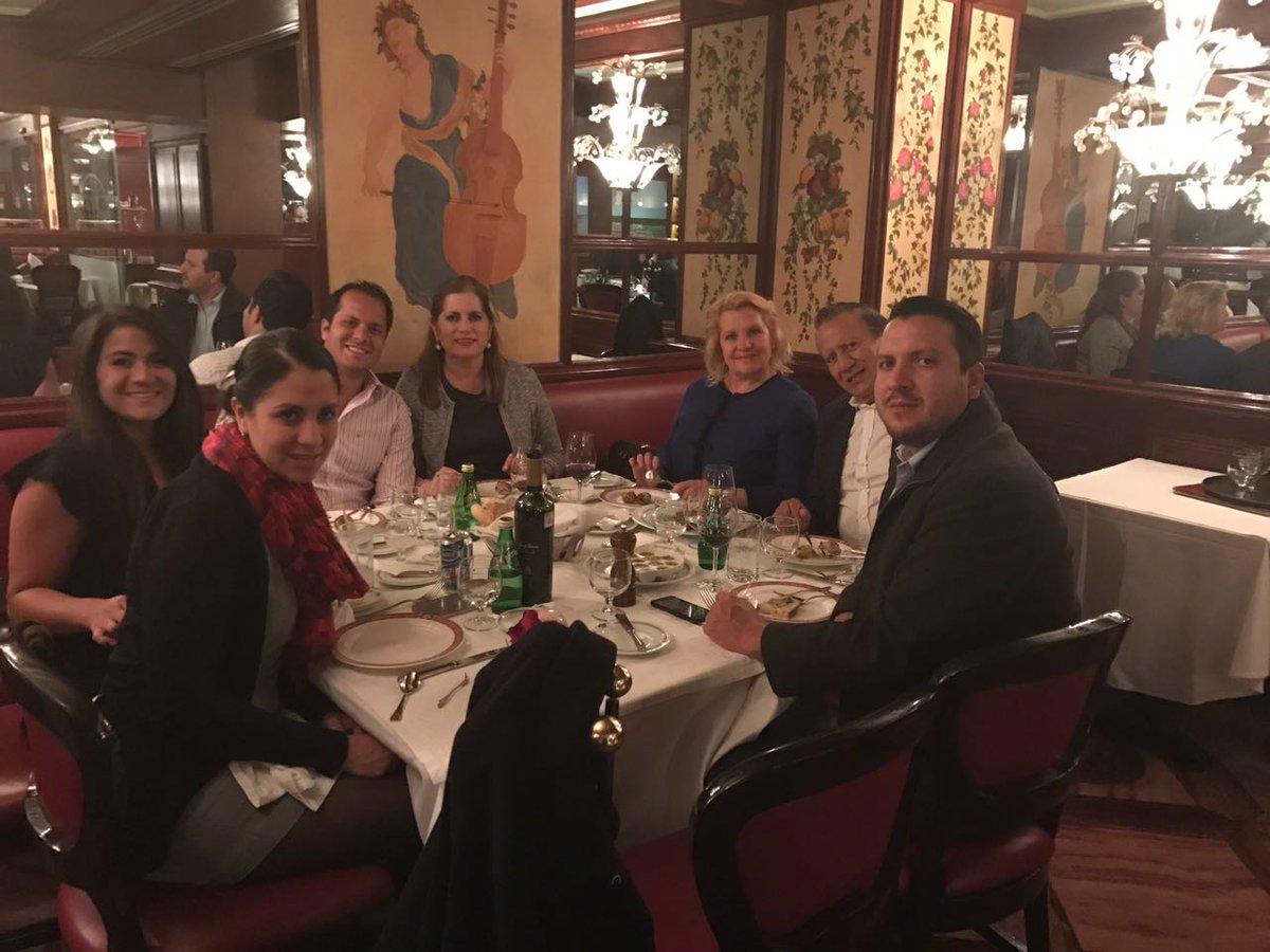 Bon appetit #Familia #AupiedDeCochon<br>http://pic.twitter.com/Tioh2p62Dk