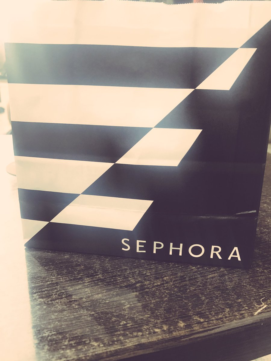 Shopping in Troyes  #Sephora #France #chill #makeup<br>http://pic.twitter.com/ogONQUNIt9