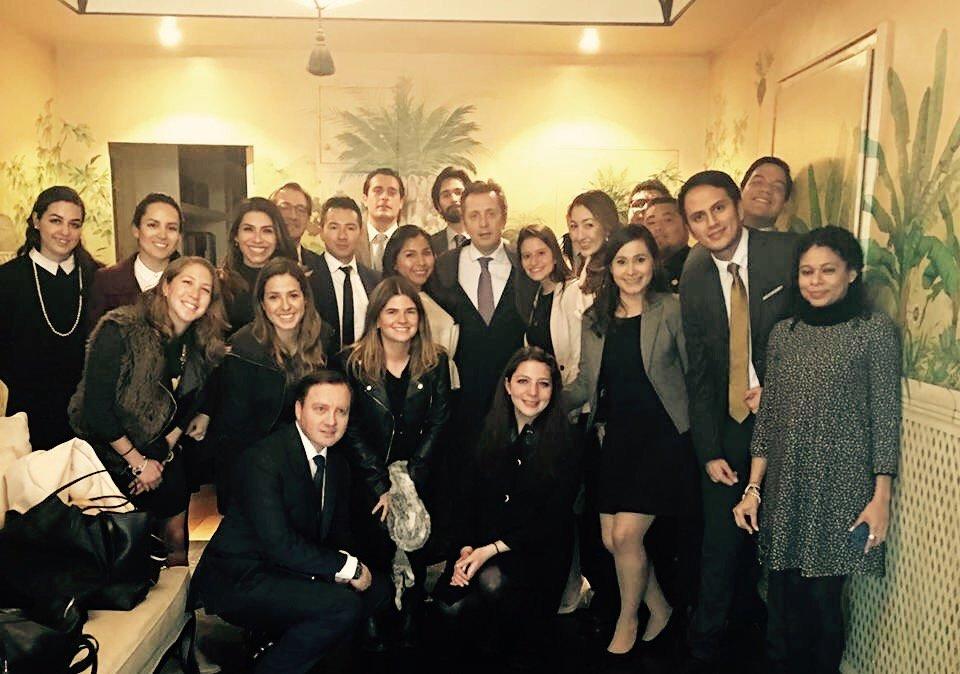 Con nuestros alumnos del #MNDTIA #MNDE #MAJE y abogados de la firma procedentes de diferentes países latinoamericanos. <br>http://pic.twitter.com/fDWTzgaAHg