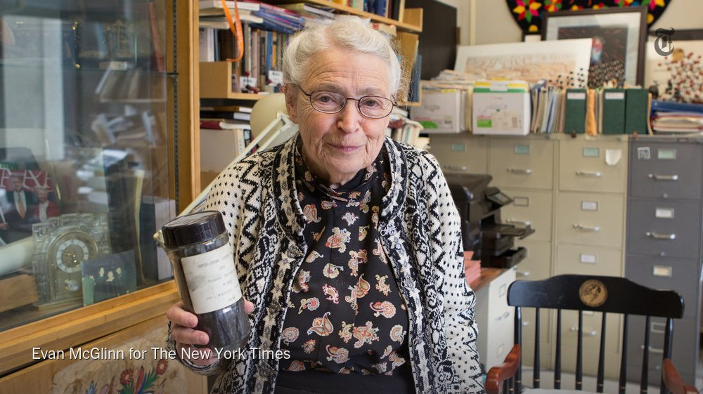 The NYT obituary for Mildred Dresselhaus, known in scientific circles as the Queen of Carbon https://t.co/xQjDGMO712 https://t.co/ZvqvjdcJlb