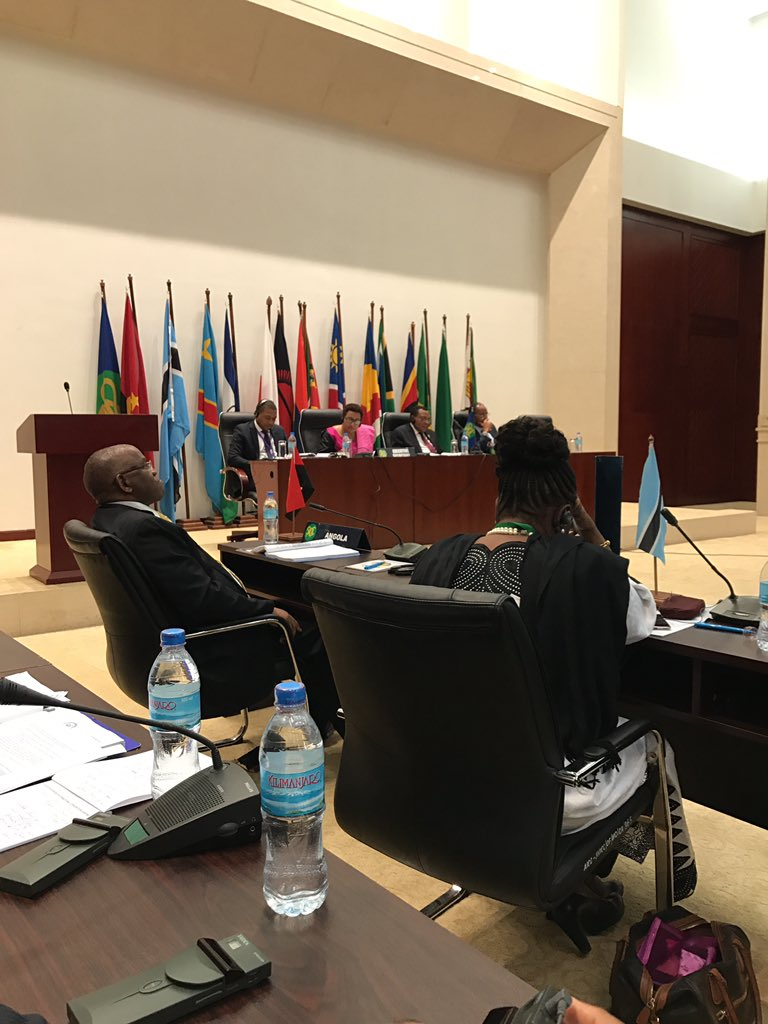#La Sadc félicite le Pdt #Kabila pour la poursuite des efforts visant à relever les défis politiques et sécuritaires.<br>http://pic.twitter.com/JcMSOOQEVI