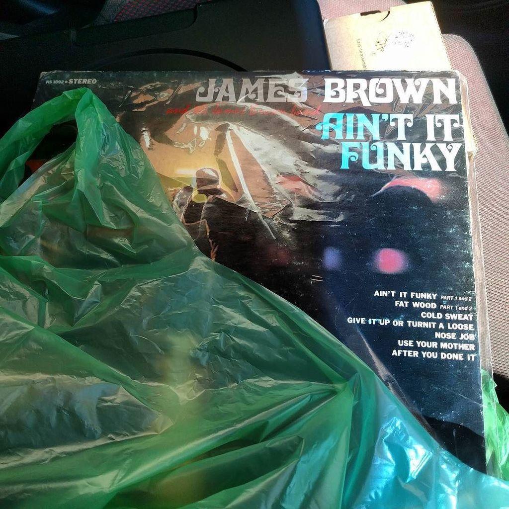 Έρκεται τριήμερο, επιάμεν λλίη μουσική να έχουμε να ακούμε. #vinyl #records #funk #jamesbrown #tp #magos <br>http://pic.twitter.com/ofl6Psd7zd