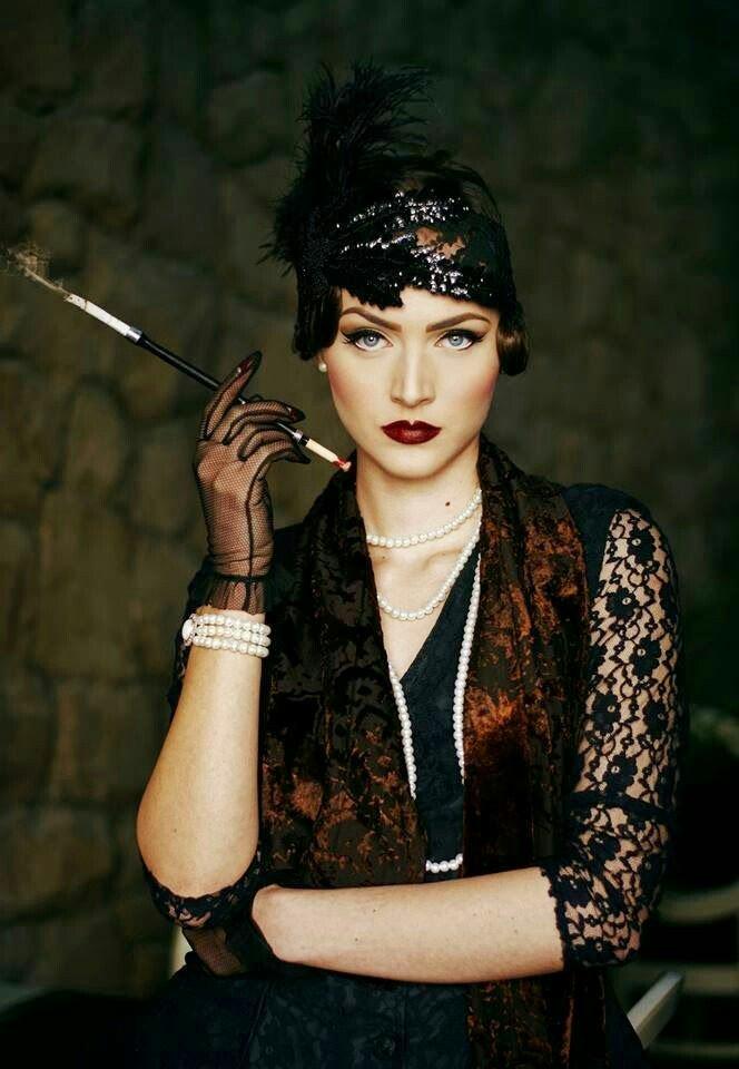 @VirginTonicOff ds les années 20 j&#39;ai tjr rêvé d&#39;être habillée comme ça&amp; chanter ds un cabaret  #LongueCigarette #Charleston #QuestionDeOuf<br>http://pic.twitter.com/6uXdyNvVhp