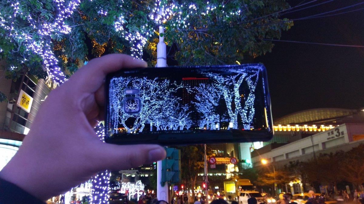 #EnBoiteYaToujours un téléphone beaux comme lui #HTCUUltra #brillantU #u #htc<br>http://pic.twitter.com/9K5Azyr8v7
