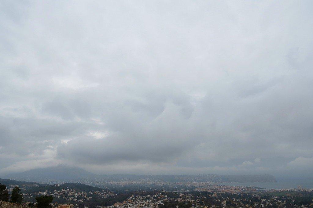 Matí núvol i emboirat amb algún plugim dèbil a #Xàbia @avametpred @JoannaIvars @OratgeCV @jcfortea @oratge_LTV @oratgenet @CEAM_Meteo<br>http://pic.twitter.com/Tb5rVpry3K