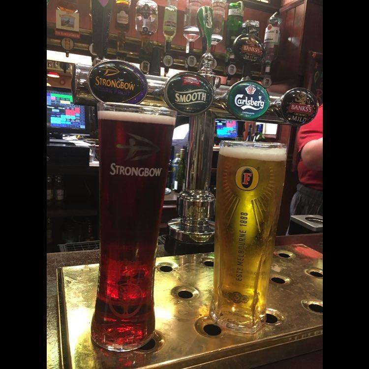 #Blackpool #nights, no todo era #magia en el @FISMmagic. La mayor #convención de #magos de #Europa. #ilusionista #magic #cerveza #Inglaterra<br>http://pic.twitter.com/xPiUoxlp8U