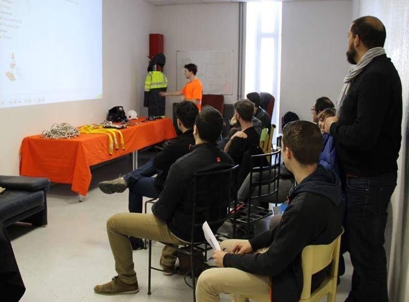 Notre priorité à @OrangeOccitanie :  la #securite et l&#39;#environnement, sensibiliser les techniciens de #Narbonne.<br>http://pic.twitter.com/GVd0TrNaFx
