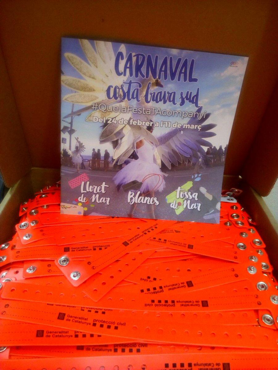 #ProteccionCivil @Blanes_cat Hemos repartido #pulseras para l@s niñ@s y así tener una #Cabalgata de #Carnaval2017 más segura.<br>http://pic.twitter.com/3N4Ck1UTN7