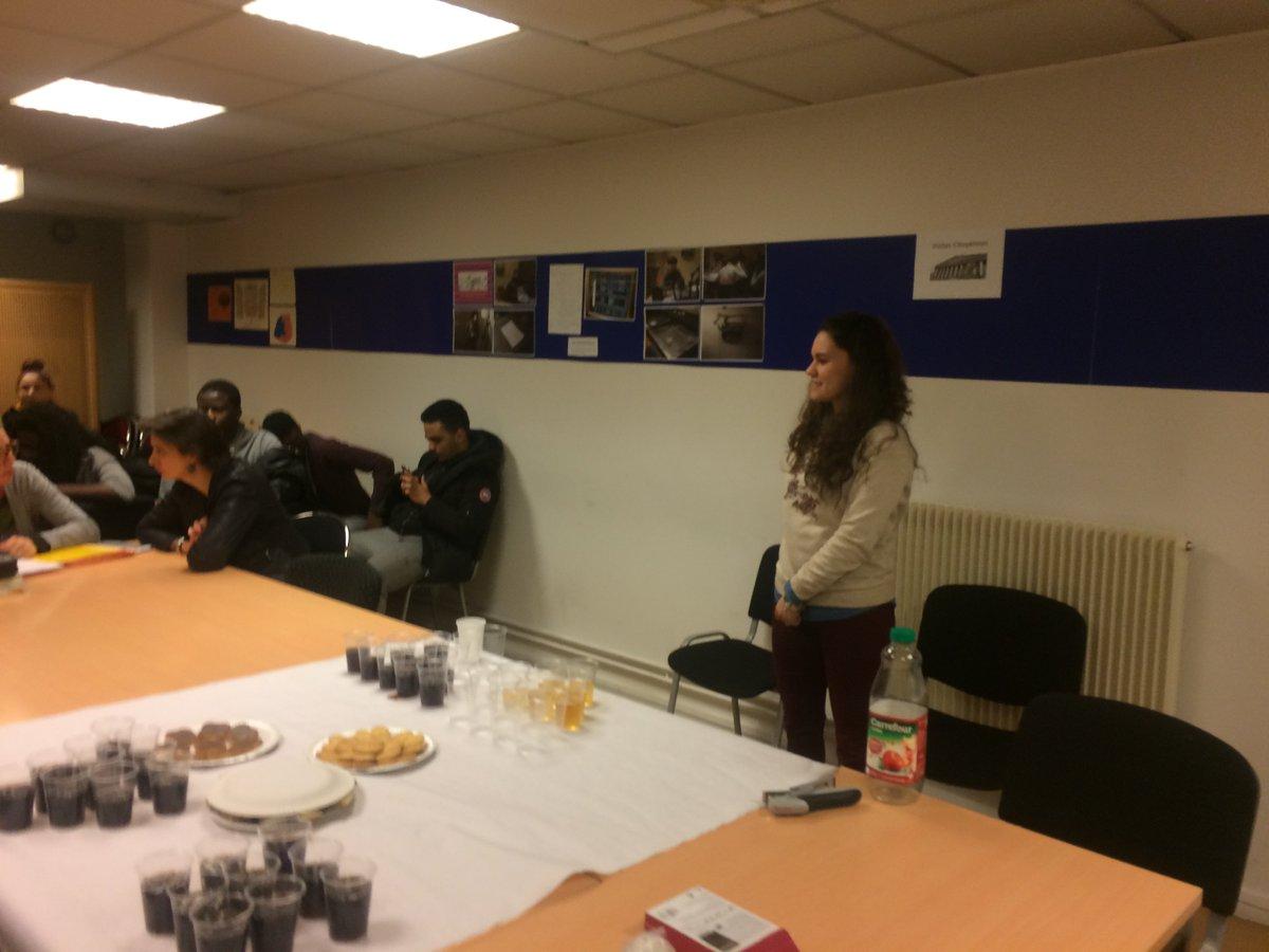 Stagiaire @E2CParis Hana fête sa #sortie #positive à formaposte IDF <br>http://pic.twitter.com/2vOJupzByI