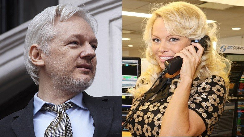 &quot;Ça n'était pas mon intention que ça devienne romantique&quot; #PamelaAnderson sur #Assange, lanceur d&#39;alerte.. à Malibu?  https:// francais.rt.com/international/ 34462-pamela-anderson-officialise-relation-wikileaks-julian-assange &nbsp; … <br>http://pic.twitter.com/xqhxkKBEV7
