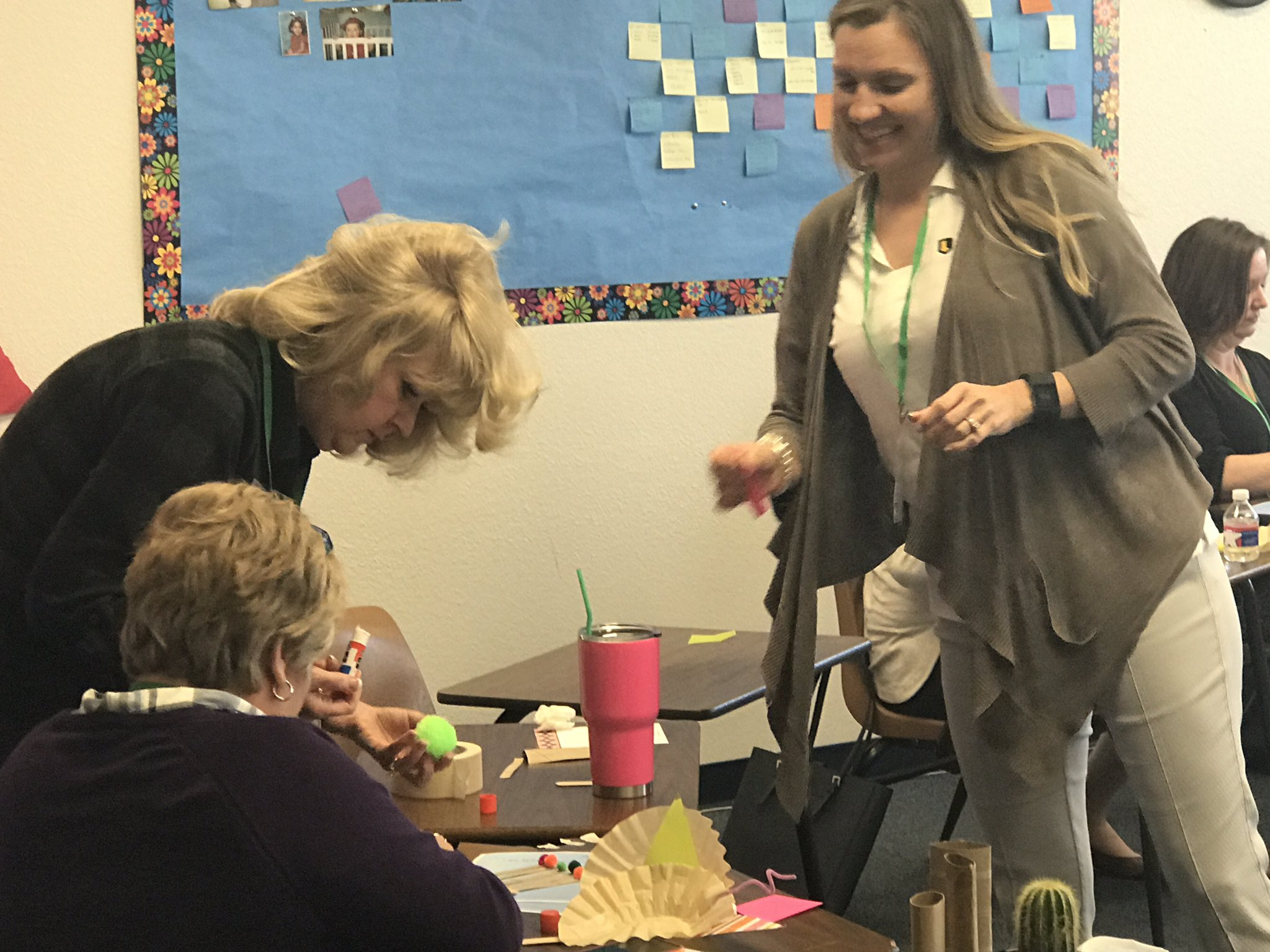 Great examples of professional development that looks like what we want our classrooms to look like at #llisw #llichat @oakridgeowls https://t.co/0x8kaSCnWN