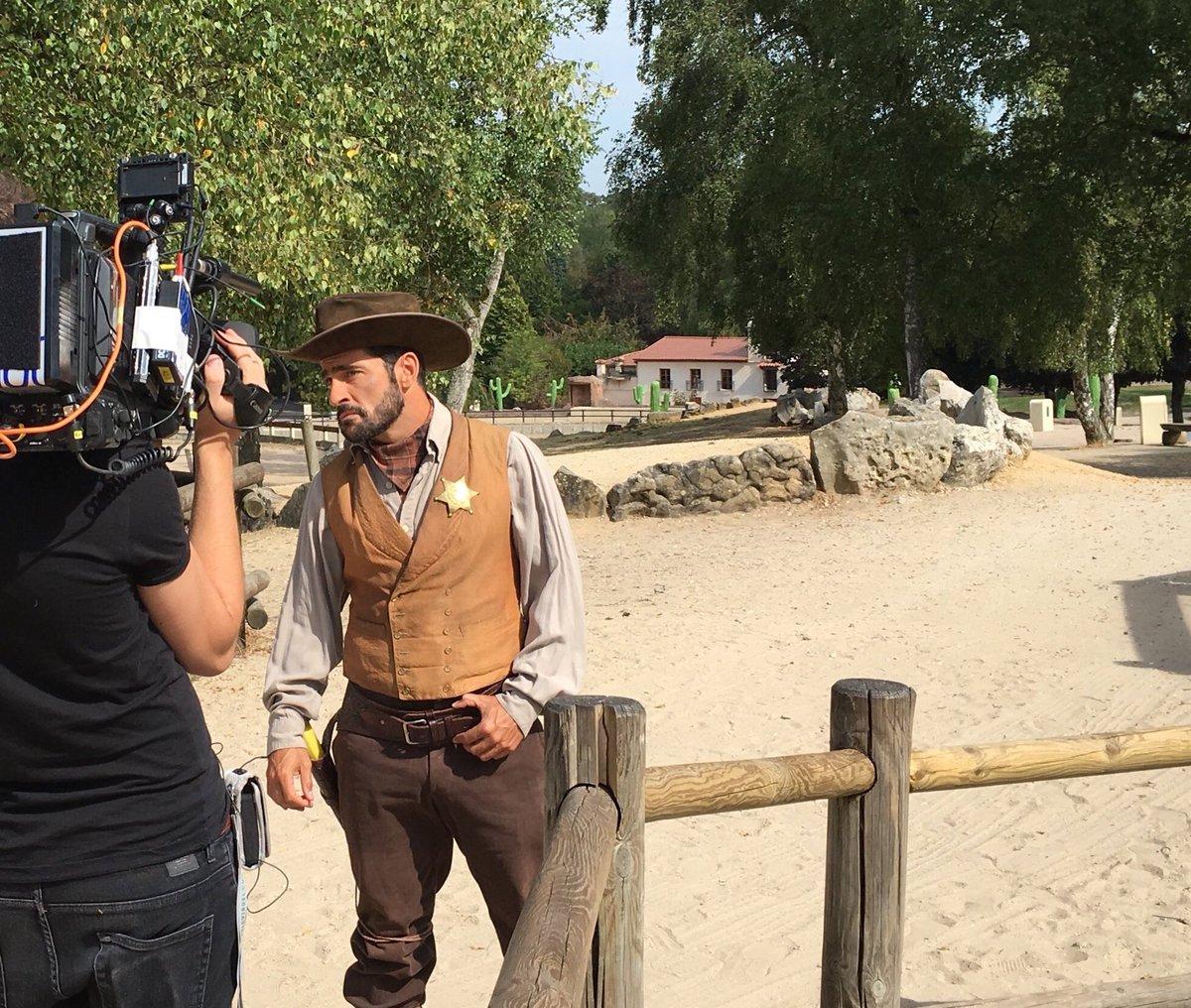 Hey les #cowboys rendez-vous ce soir sur @tf1 dans @SSH_TF1 avec @arthur_officiel et @KevinRazy !! #SSH<br>http://pic.twitter.com/ASzrODAByg