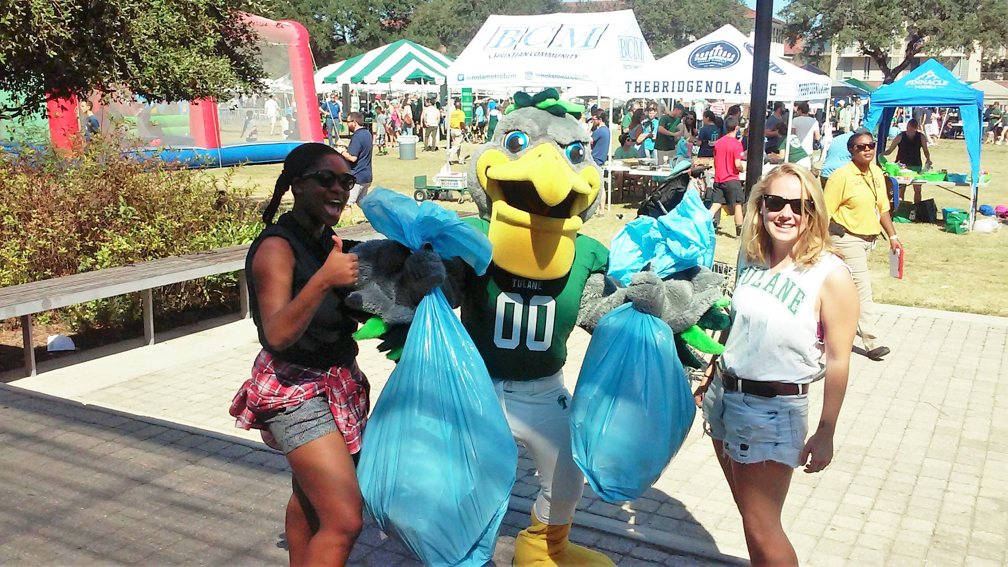 Riptide loves to #recycle, do you? @TulaneUBand show us how you are reducing your waste this Mardi Gras! #tulanerecycles  @RecycleManiacs https://t.co/uWwDgSJV5m