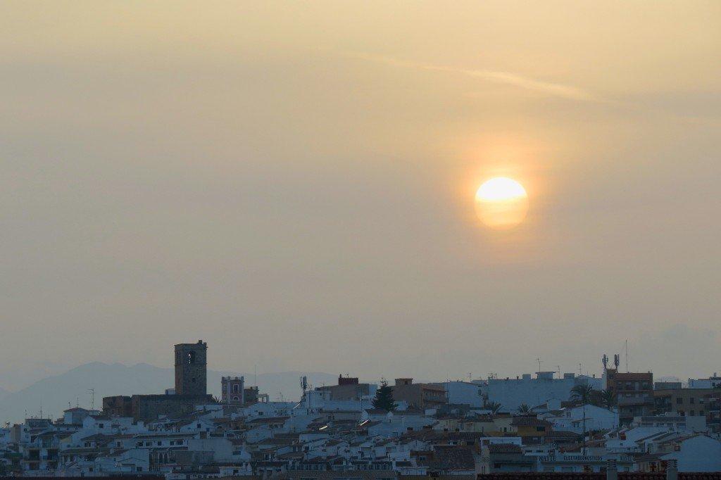 Posta de sol hui a #Xàbia encara amb algo de #calitja @avametpred @JoannaIvars @jcfortea @OratgeCV @oratgenet @oratge_LTV @CEAM_Meteo<br>http://pic.twitter.com/2XfXDm4n44