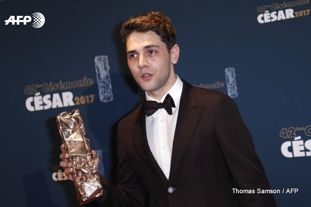 Le Québécois Xavier Dolan couronné meilleur réalisateur aux César pour son film &quot;Juste la Fin du Monde&quot; après le Grand Prix à Cannes #AFP <br>http://pic.twitter.com/dNOfz6fdIz