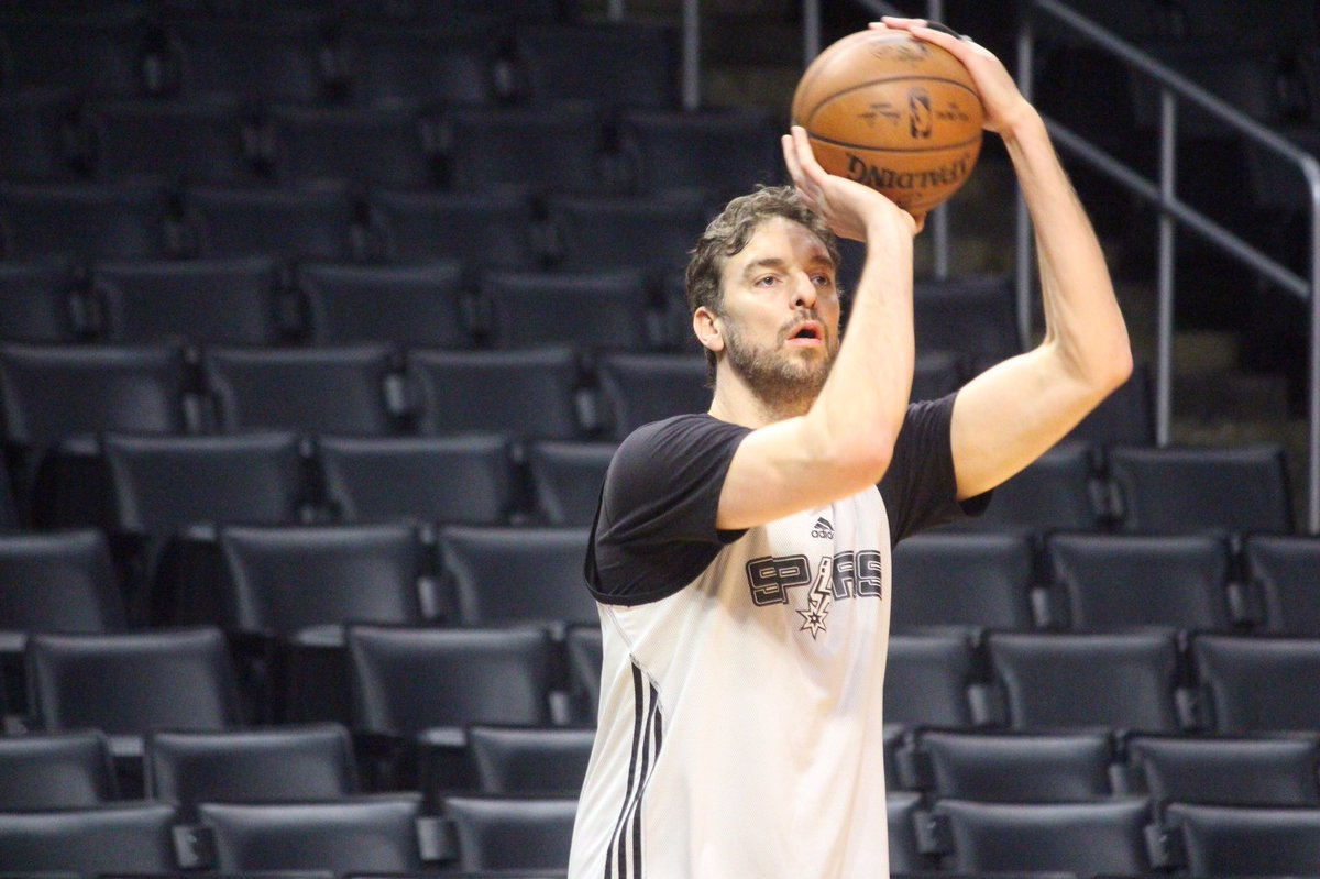 A little shootaround in LA. #GoSpursGo https://t.co/5RfVQIVgEy