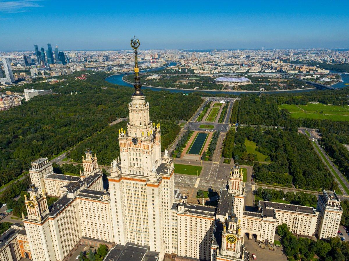 #CM2018 - Aujourd&#39;hui on vous propose un peu de tourisme et on vous  emmène visiter #Moscou :   http:// fr.fifa.com/worldcup/news/ y=2017/m=2/news=moscou-ville-verte-qui-ne-dort-jamais-2868507.html &nbsp; … <br>http://pic.twitter.com/l93EInIqbJ