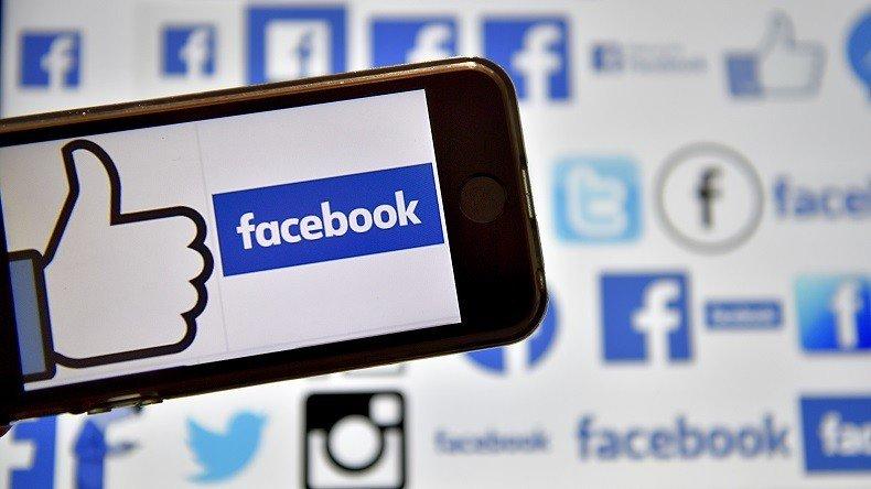 Faute de pouvoir accéder à leur compte #Facebook, des internautes s&#39;inquiètent  https:// francais.rt.com/international/ 34473-bug-facebook-bloque-compte-utilisateurs-sans-laisser-reconnecter &nbsp; …  <br>http://pic.twitter.com/82u6ibzWkD