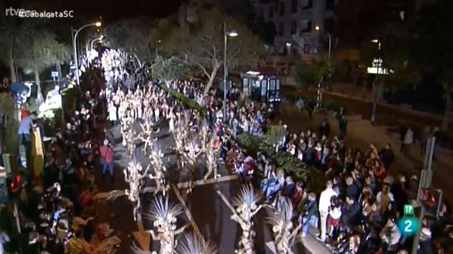 En #DIRECTO la Cabalgata Anunciadora del Carnaval de Tenerife en @la2_tve  http://www. rtve.es/directo/la-2/  &nbsp;   #CabalgataSC<br>http://pic.twitter.com/mTUCsFYCbn