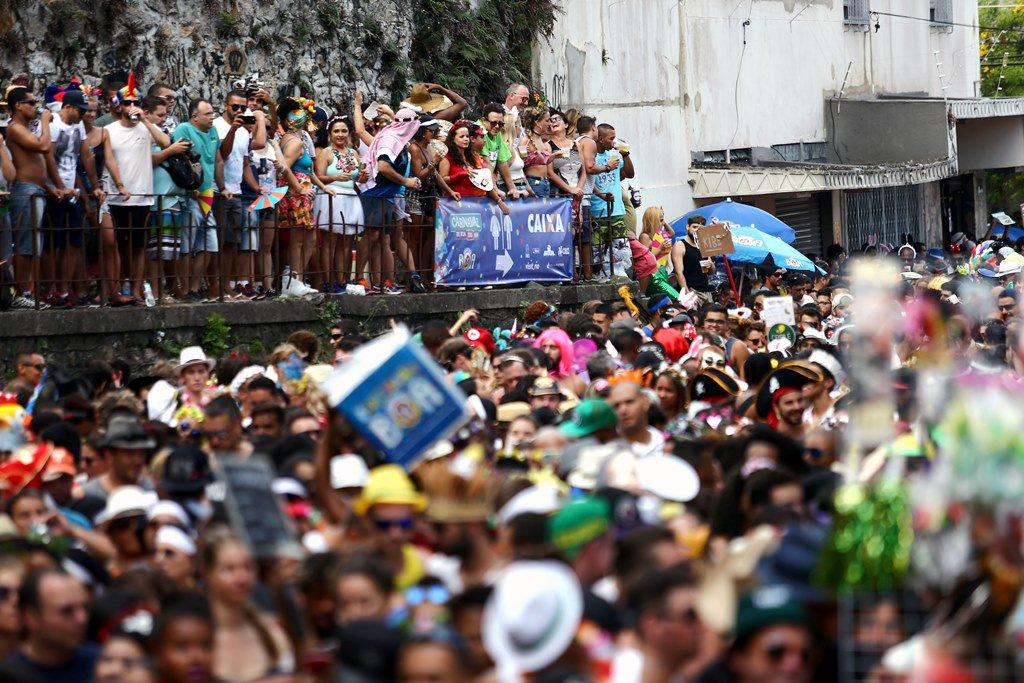 Rio de Janeiro se joga no clima de Carnaval: escolha seu bloco e vá pa...
