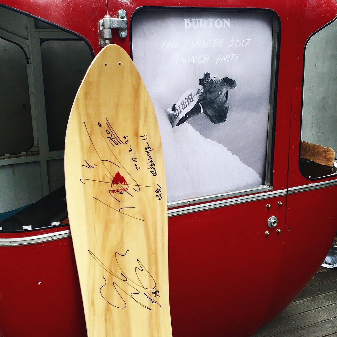 [PHOTO] 170224 - Signatures de #Suho et #Sehun laissées à la station de ski BURTON après leur passage ( http:// instagram.com/p/BQ5T2PHFLbc  &nbsp;  )<br>http://pic.twitter.com/fh7aia7OfA