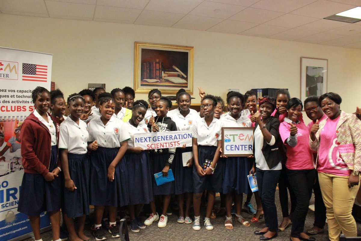 Des #maths à l'informatique, il n'y a qu'un pas, selon Ella Konan. Workshop avec des jeunes filles #civedu #STEM   http:// ow.ly/Dfdo309jTbv  &nbsp;  <br>http://pic.twitter.com/bQ8W3wLtbi