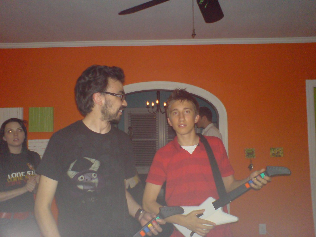 Anyway here's a pic of @sorola and @GavinFree from 2007. https://t.co/eKqO0dvWxm