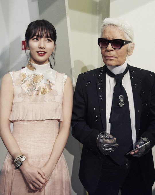 Suzy Looks Absolutely Stunning In Milan With Fashion Designer Karl Lag...
