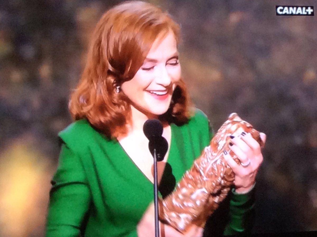 ELLE. #César2017 #IsabelleHuppert #GoldenGlobes #Oscars2017 @canalplus<br>http://pic.twitter.com/FGFyFKbhv0