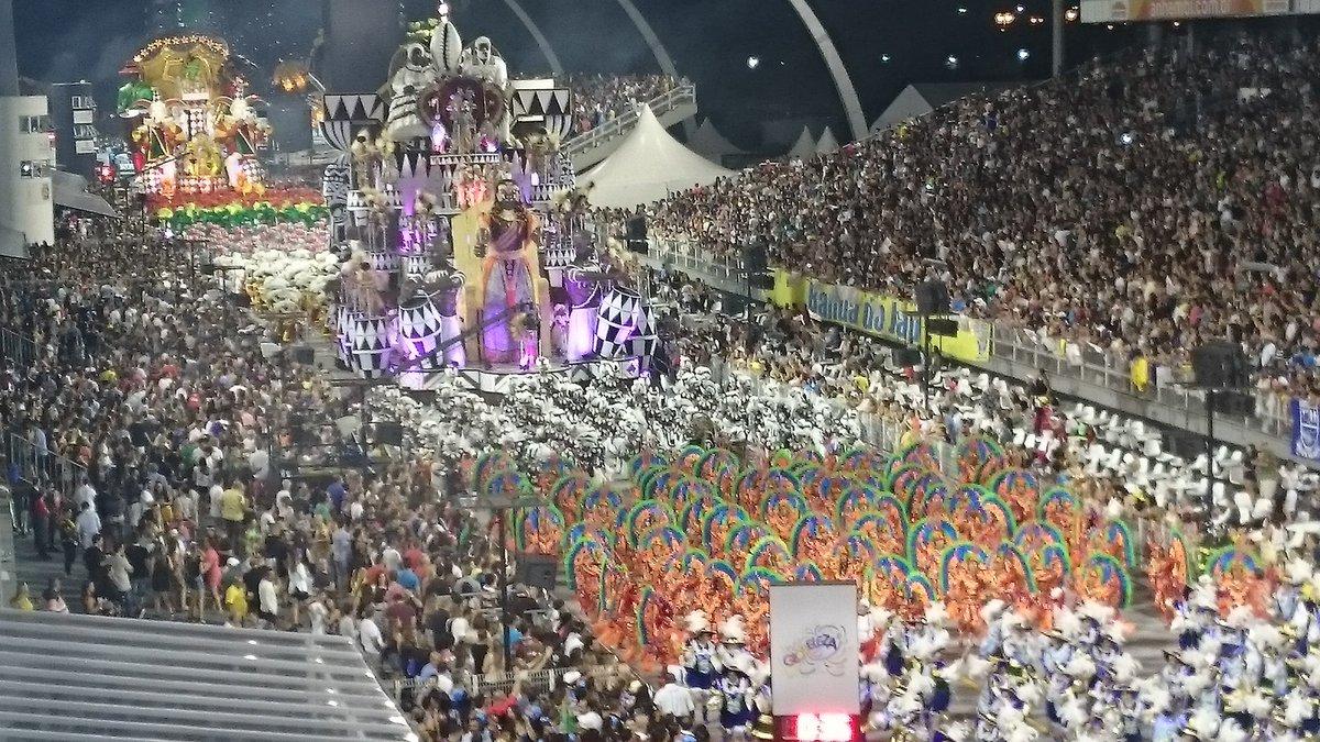 Desfile da Mocidade Alegre no Anhembi #globeleza https://t.co/RIcJnbvz...
