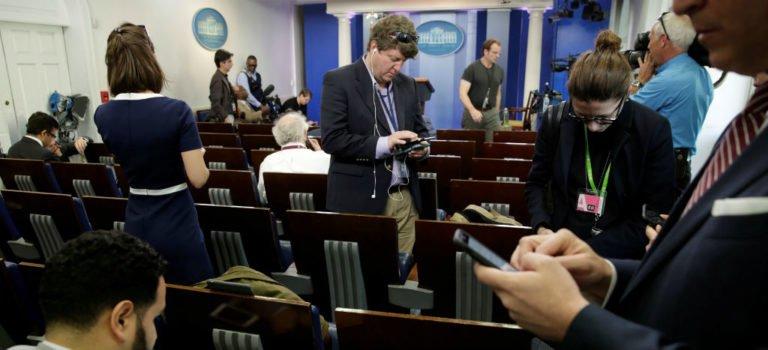 La Casa Blanca prohíbe acceso a conferencia a CNN, NYT y otros medios...