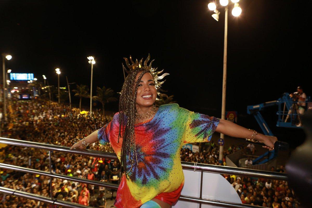 'Já deu tempo de beijar na boca', diz @Anitta sobre o Carnaval https:/...