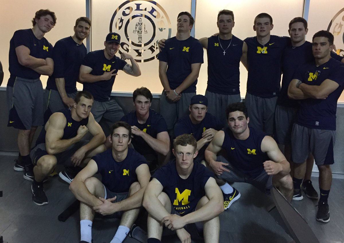 Blue collar swole session at Gold&#39;s #fighters #151bro @umichbaseball<br>http://pic.twitter.com/UQ8IKbxxHL