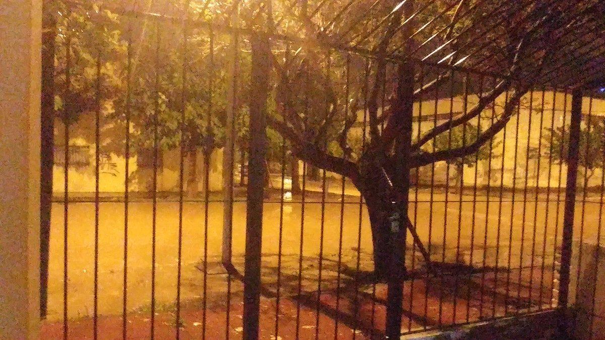 #Maipu centro totalmente inundadas las calles. @mdzonline @CeciRanua @morenaesquivel @LosAndesDiario @diariouno<br>http://pic.twitter.com/EWbTOx8VwO