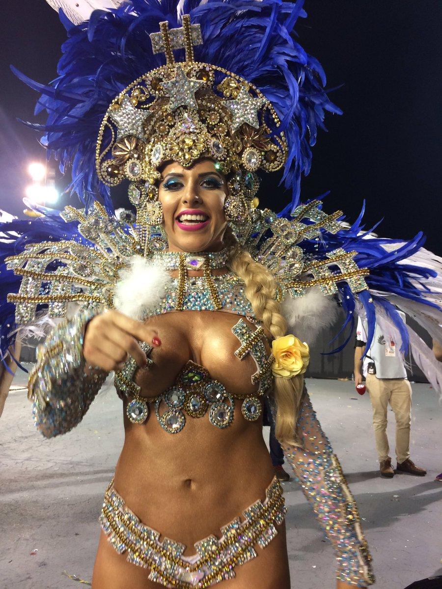 Tati Minerato, rainha de bateria da Gaviões, diz que 'é como se fosse...