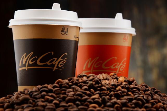 ICYMI: @McDonalds to cut prices on drinks as the fast-food industry slumps https://t.co/rbgrsSRxV0 https://t.co/3sFbwDhfAf