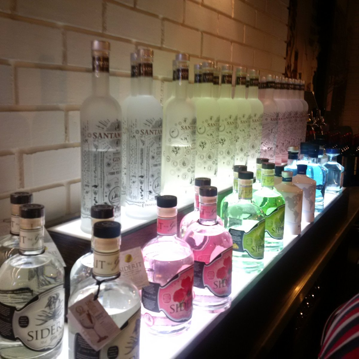 All our #Gintonic are #Spanish #gin from #Cantabria #Galicia #Madrid #basque &amp; #tonic from #Valencia #catalunya ..,<br>http://pic.twitter.com/9Cky9oFmMD