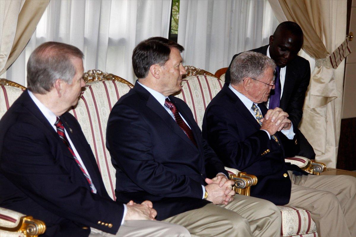 Le chef de l&#39;Etat a reçu une importante délégation de sénateurs US, conduite par @jiminhofe #environnement #paix&amp;securité #Agoa @InhofePress<br>http://pic.twitter.com/d06q1bmbee