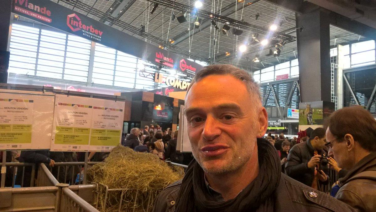 Laurent Pinatel, Confédération paysanne: &quot;l&#39;argent n&#39;est pas correctement reparti dans la filière agroalimentaire&quot; #AFP au @Salondelagri<br>http://pic.twitter.com/R3xeUmDBF1