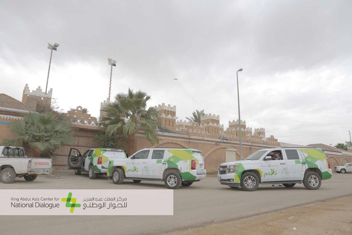 تتكون قافلة #تلاحم من ثلاث مركبات ومكتبة متنقلة يقودها الشباب المتطوعي...